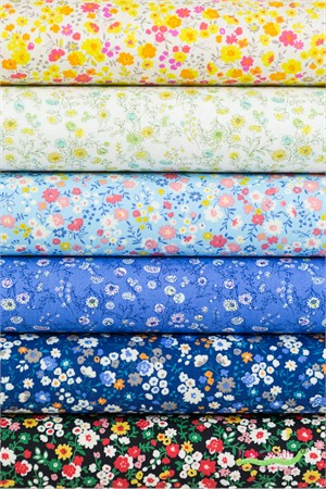 Sevenberry for Robert Kaufman, Petite Garden May Flowers in FAT QUARTERS 6 Total