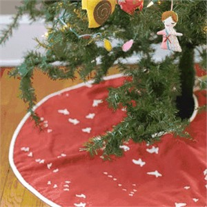 Tutorial: Easy Tree Skirt by Plum and June